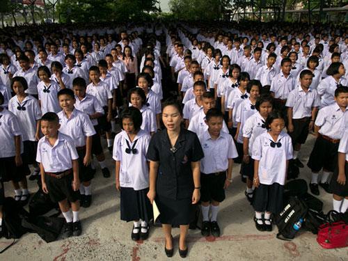 Học sinh ở Thái Lan mặc ðồng phục rất nghiêm túc
