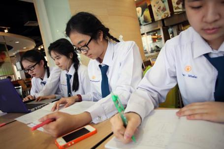 Sắp tới, Thái Lan sẽ giảm giờ học trên lớp cho học sinh để học sinh có thời gian học thêm các kĩ năng khác từ các hoạt động ngoại khóa.