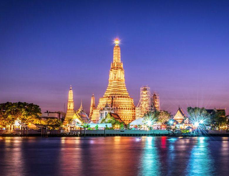 Wat Arun là một trong những ngôi đền được trang trí công phu nhất Bangkok. Toàn bộ quần thể ngôi chùa được dát bằng những mảnh sứ Trung Quốc.