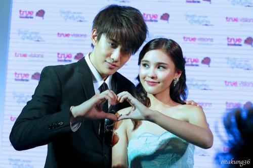 """Cặp đôi """"Bi Rain và Song Hy Kyeo"""" phiên bản Thái Lan."""