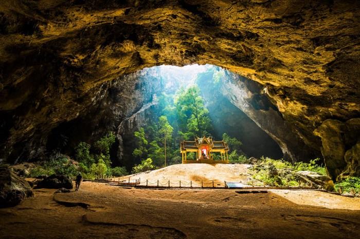 Thế giới huyền ảo bên trong những hang động