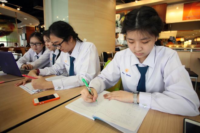 Học sinh Thái Lan thi môn giáo dục giới tính.