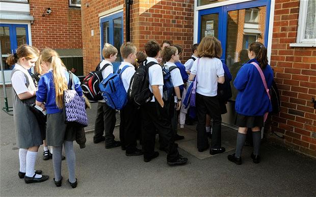 Học sinh tiểu học tại Anh.