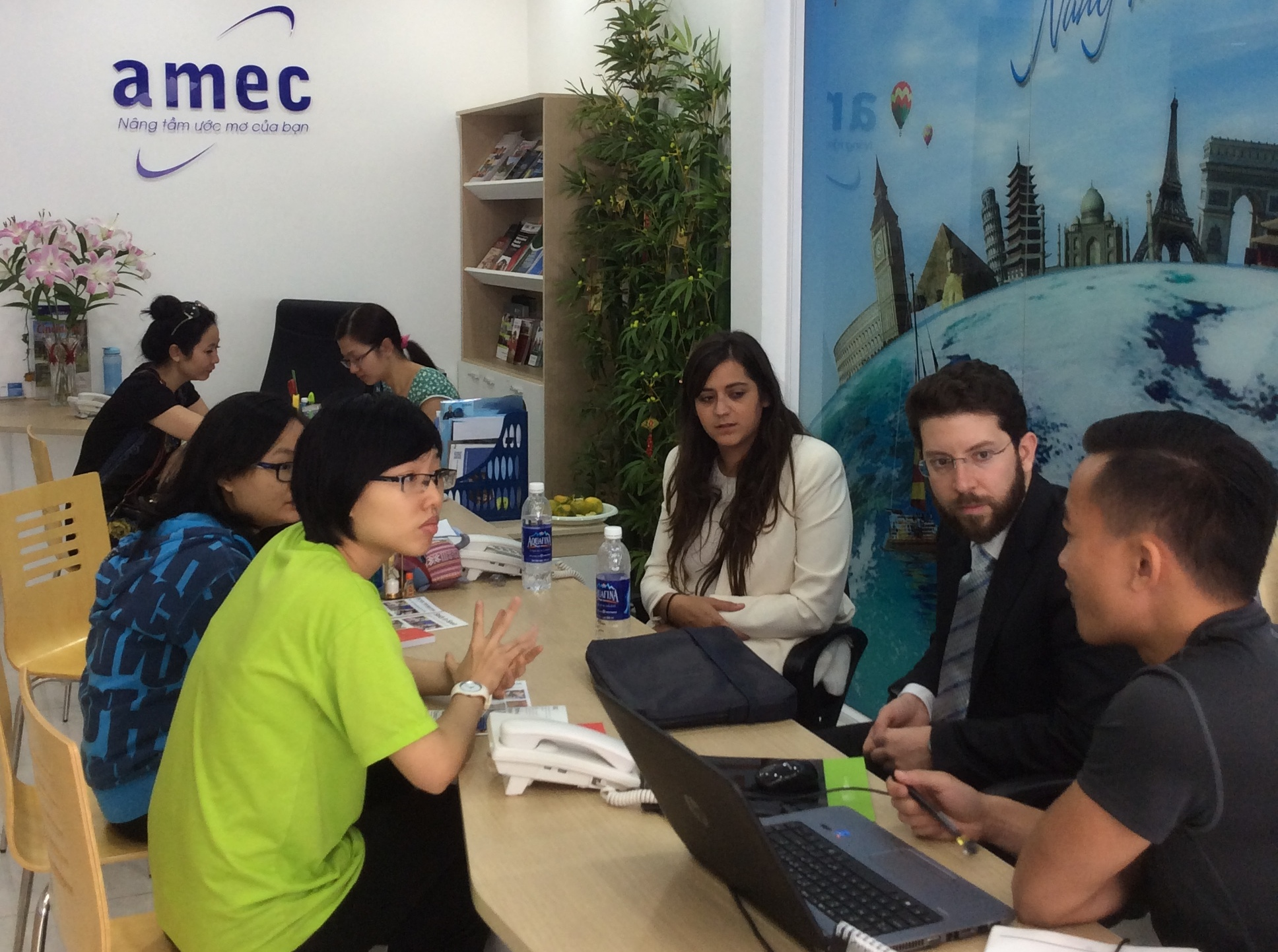 Công ty tư vấn du học AMEC.