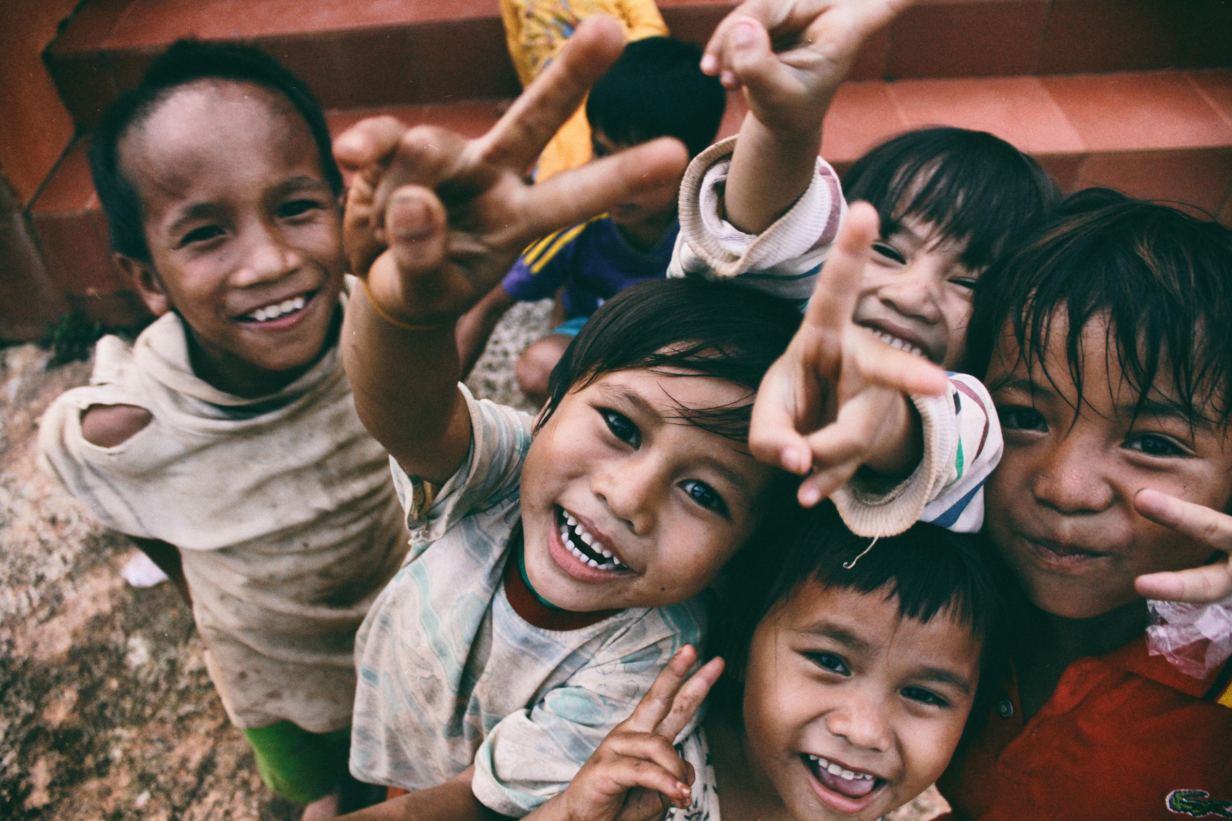 Trẻ em tại những vùng khó khăn.