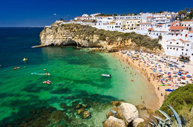 Algarve là vùng duyên hải phía nam với những bãi biển tuyệt đẹp