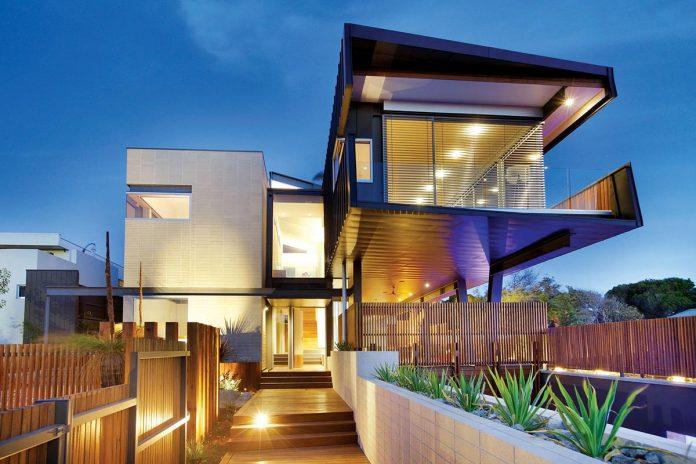 Thường trú nhân có thể mua lại nhà của một cư dân Úc khác, trong khi du học sinh chỉ được phép mua nhà mới xây hoặc đất trống.