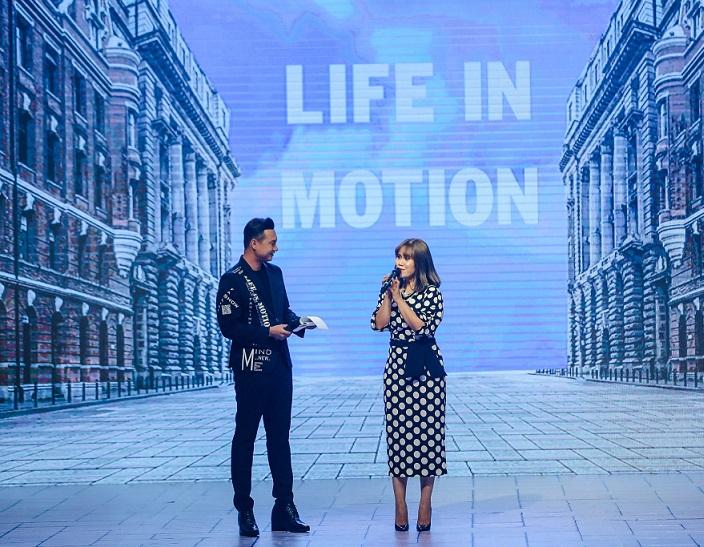 Bà Trần Hoàng Phú Xuân -Tổng Giám đốc FASLINK phát biểu tại Fashion Show