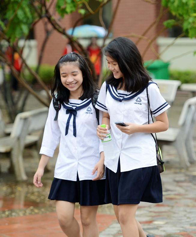 Đồng phục học sinh cấp 2 được thay đổi một vài chi tiết tạo sự khác biệt so với những năm trước kia.