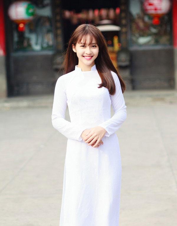 Áo dài luôn là đồng phục của mọi thế hệ học sinh Việt Nam