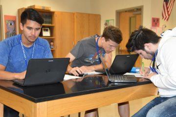 Các du học sinh Mỹ ở trường THPT