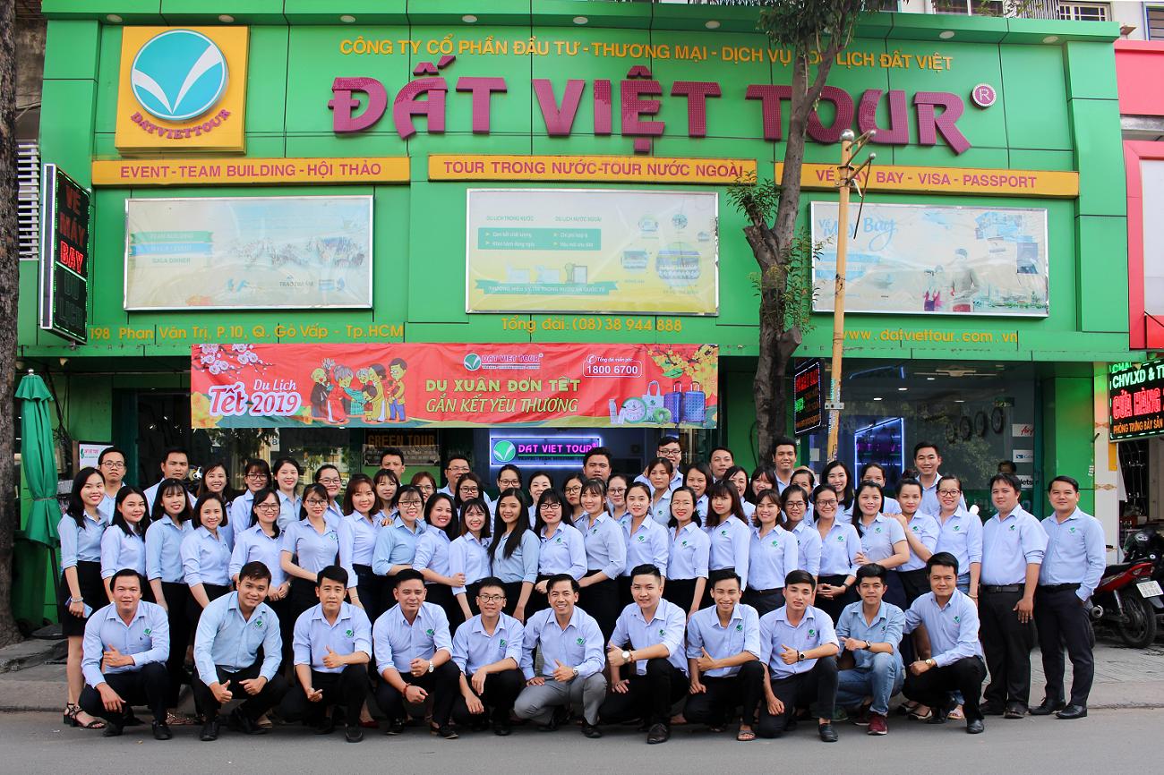 Nhân viên Đất Việt Tour