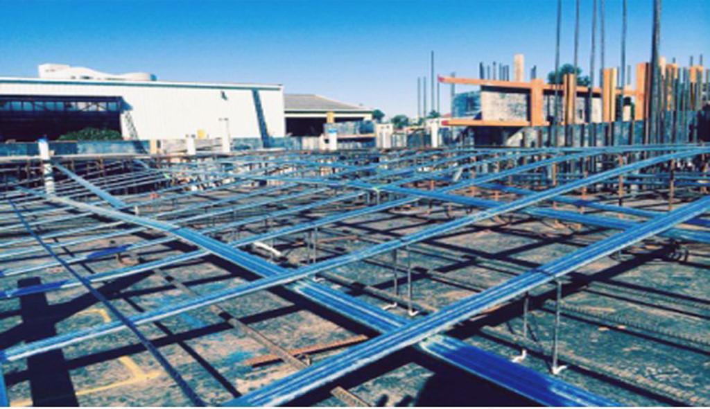 Công trình đang thi công phần thép của bê tông