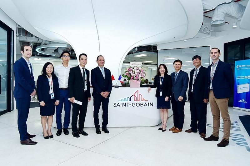 Ông Vincent Floreani - Tổng Lãnh sự Cộng hòa Pháp tại thành phố Hồ Chí Minh đến thăm Saint-Gobain Việt Nam.