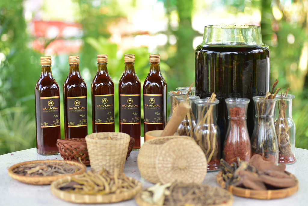 Rượu thuốc Bà Tư Châu với thành phần từ thảo dược quý của Việt Nam