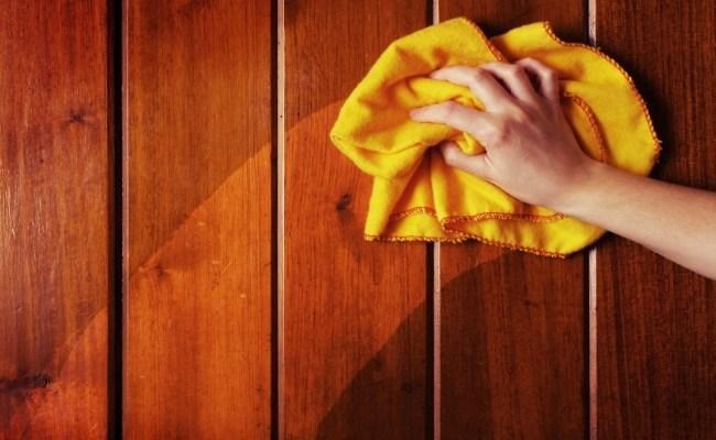 Làm sạch đồ gỗ bị trầy xước khi chuyển nhà