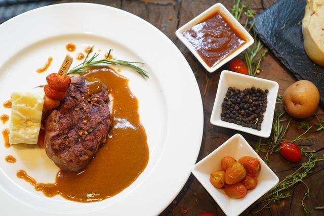 Ảnh chụp một bữa ăn tại Moo Beef Steak Sài Gòn