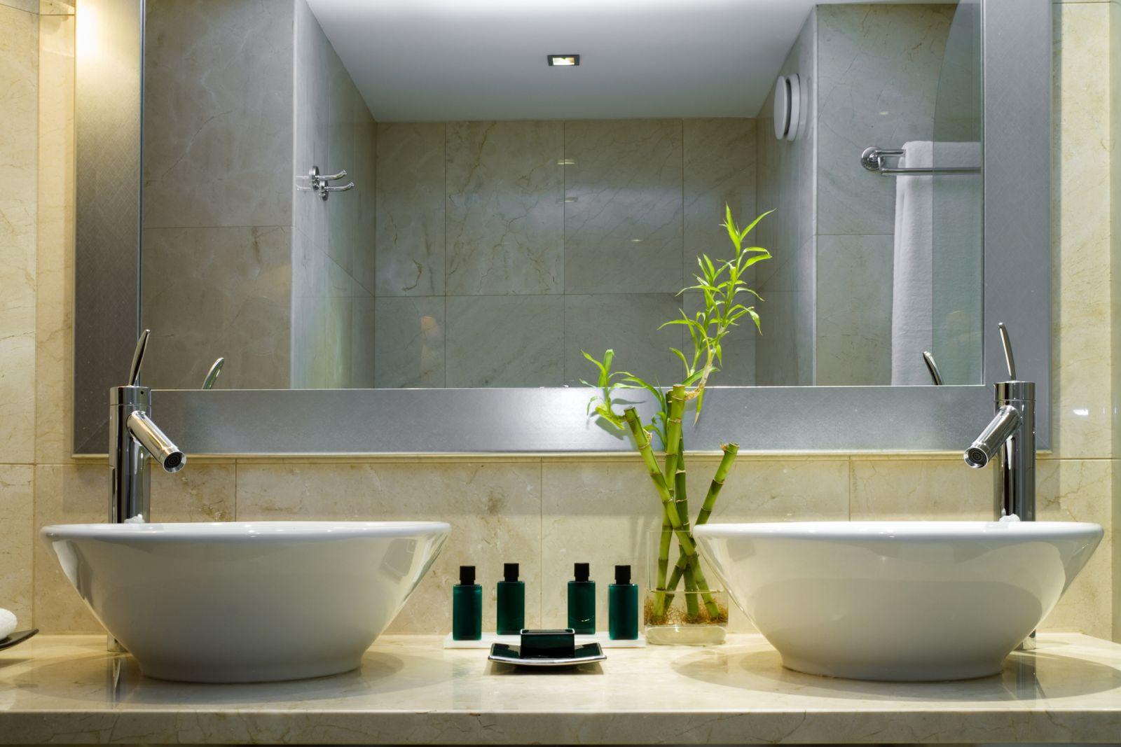 vệ sinh lavabo