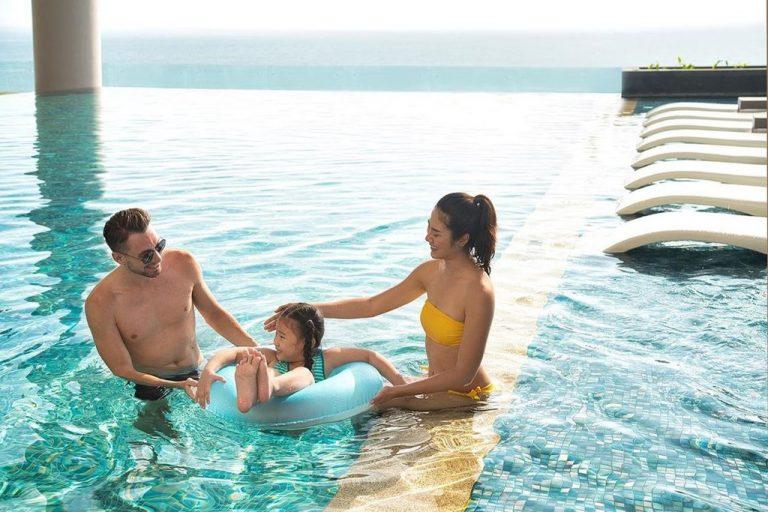 Sống ảo thả ga tại bể bơi vô cực Nha Trang