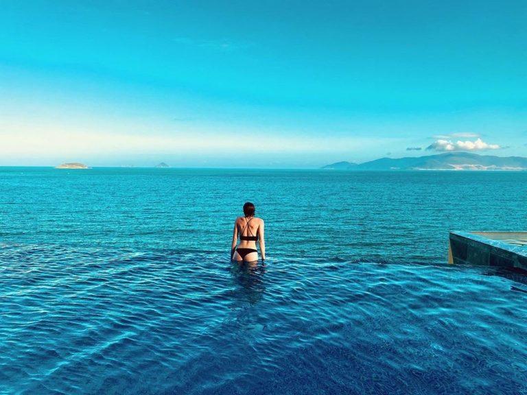 Rosaka Nha Trang với bể bơi lấp lánh