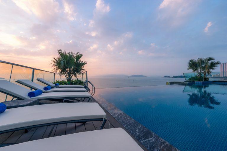 Royal Beach Boton Blue Hotel & Spa với bể bơi vô cực tuyệt đẹp